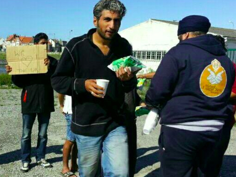 MLSS Worldwide feeding refugees calais france